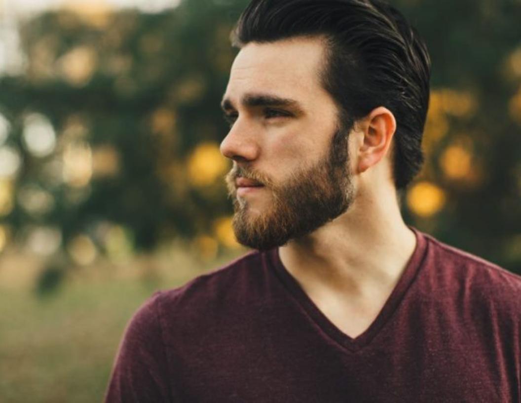 Los hombres gay asumen que las personas atractivas no tienen VIH