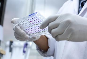 Las pruebas en los puntos de atención mejoran los resultados del tratamiento del VIH