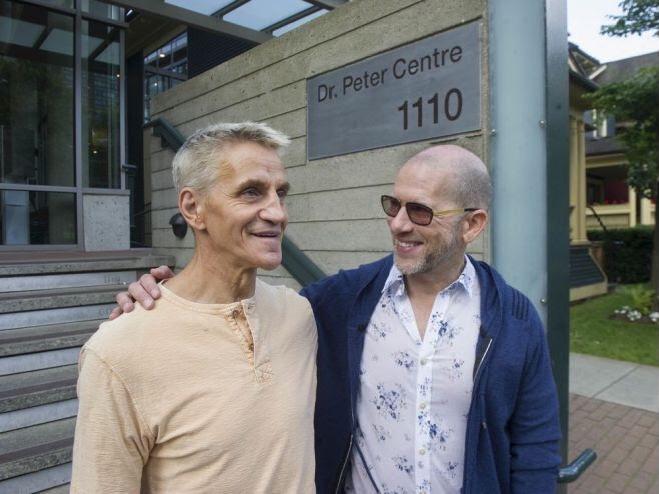 El Dr. Peter Center ha tenido que reinventarse a medida que cambiaba el rostro del VIH