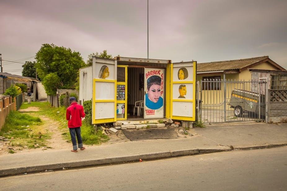 Los hombres y el VIH: cómo la pobreza, la violencia y la desigualdad juegan un papel