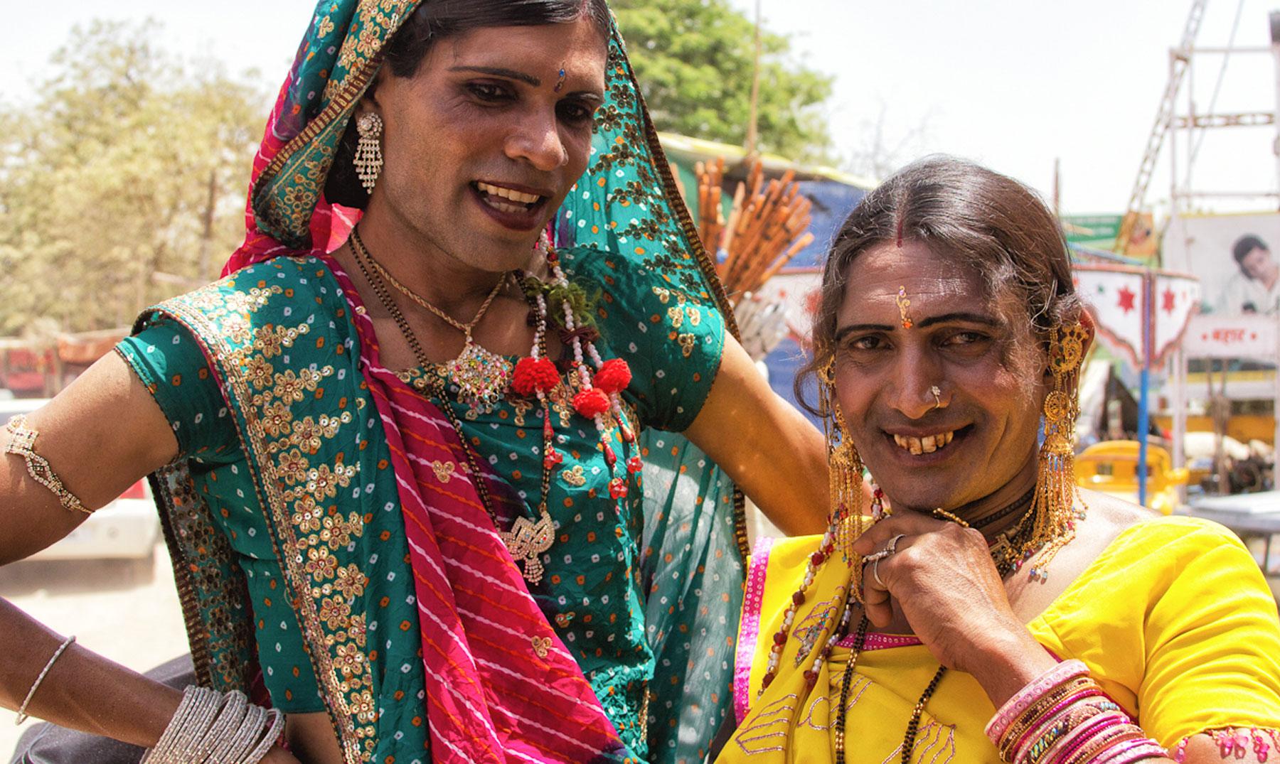Transexuales indias se alían con la tecnología por una vida más allá del VIH