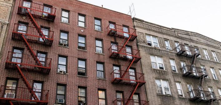 El hacinamiento de los hogares y la pobreza aumentan el riesgo de COVID-19