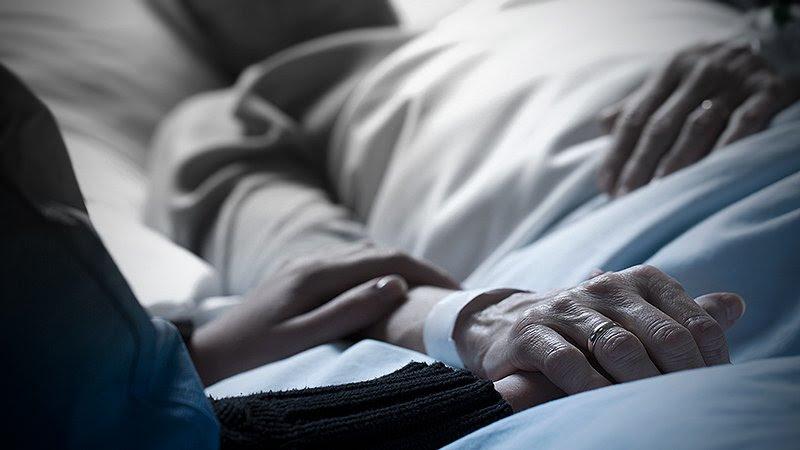 """COVID-19: """"El impacto de ver morir a los pacientes es muy fuerte, y mucho más si uno sabe que están solos"""""""