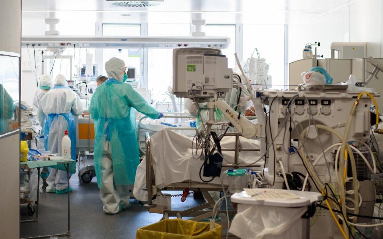 La prevalencia mundial del SARS-CoV-2 en personal sanitario duplica la de la población general