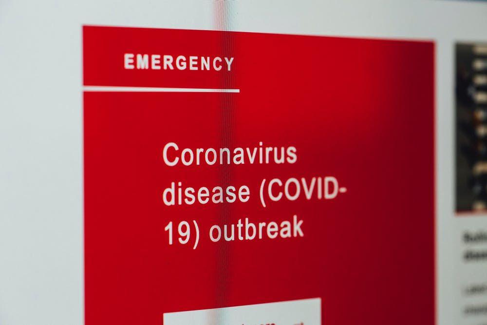 Nueva variante de COVID-19 dando vueltas por el Reino Unido