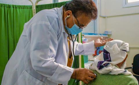 ONUSIDA, OIM: Las personas que viven con el VIH (migrantes, refugiados y desplazados)deben tener acceso a las vacunas COVID-19