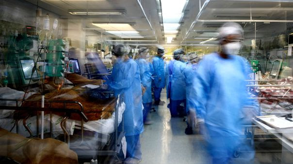 """""""Muy preocupante"""": OMS muestra alarma por las altas tasas de mortalidad por la COVID-19 en Sudamérica"""